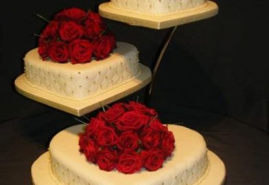 3116 3 tier wedding cakes with fresh flowers